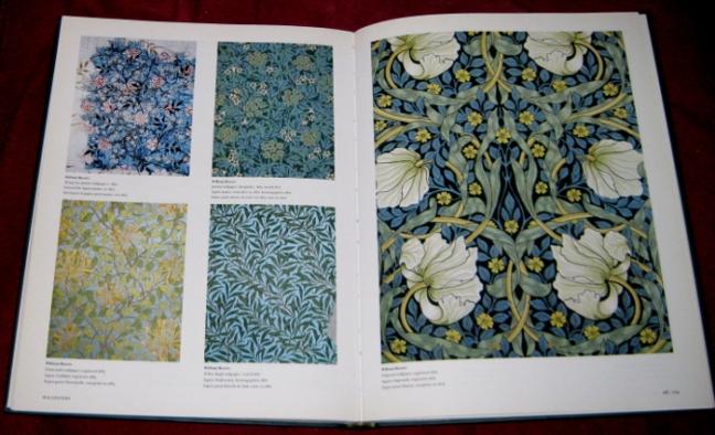 Blick in's Buch: Tapetenentwürfe von Morris